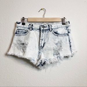 F21 Frayed and Distressed Bleach Denim Shorts 27